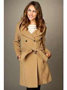 Stand out from rest in a distinctive Cole Haan™ coat that offers the ideal blend of traditional style and modern ease.