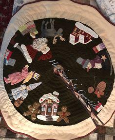 Juletreteppe/Christmastree cloth by GunnhildHLeeredesign on Etsy https://www.etsy.com/no-en/listing/564803999/juletreteppechristmastree-cloth