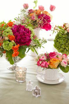 Centrotavola estivi fai da te - fiori in tazze e tazzine