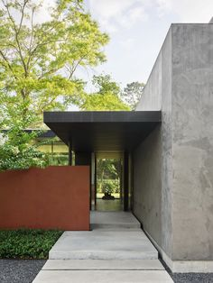 Kuhlman Road House by Ehrlich Yanai Rhee Chaney Architects Modern Residential Architecture, Architecture Design, Concrete Facade, House Entrance, Facade House, Modern House Design, Modern Homes, Outdoor Decor, Houston