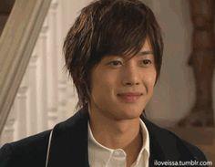 Playful kiss. Kim Hyun Joong como Baek Seung Jo.