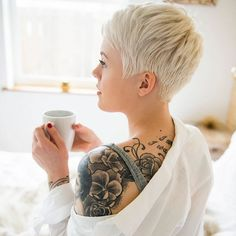 Short-Pixie-Cut Best Pixie Cuts for Blonde Hair Blonde Pixie Haircut, Short Blonde Pixie, Blonde Pixie Cuts, Short Hair Cuts, Short Hair Styles, Blonde Hair, Cute Pixie Cuts, Pixie Styles, Shaved Pixie