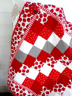 Cute lady bug #quilt. (Photo only - no pattern.  Easy to figure out by the photo.)  Love, love, love this one!! #quiltpatterns #quilting