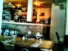 Wilde Zwijnen is een goed en trendy restaurant in Amsterdam Oost. Een heerlijke pure keuken, industrieel interieur en top service... een aanrader! // 2016 list