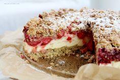 Szybkie kruche ciasto na płatkach oowsianych z masą biłakowo-budyniową i owocami