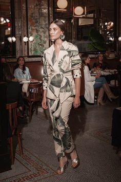 Johanna Ortiz Resort 2019 New York Kollektion - Vogue Vogue Fashion, Fashion Week, Runway Fashion, Fashion Looks, Womens Fashion, Fashion Trends, Cheap Fashion, Fashion Top, Mode Outfits