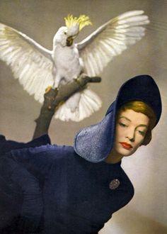 Hat by Paulette, photo by Arik Nepo, Vogue 1949 Vogue Vintage, Retro Vintage, Retro Chic, Vintage Hats, Vintage Style, Pierre Balmain, Vintage Fashion Photography, Art Photography, Product Photography