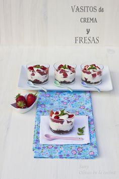 Vasitos de crema y fresas.  http://rositaysunyolivasenlacocina.blogspot.com.es/2013/05/vasitos-de-crema-y-fresas.html