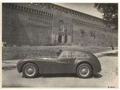 Alfa-Romeo-6C-2500-Competizione-Castello-Sforzesco-Milano-seite