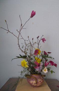 spring ikebana late summer flowers #arrangementsbylee photo copyright lmc