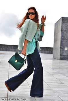 Wide leg jeans for retro inspired autumn outfit.