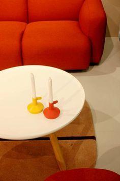 Sohvapöydät ovat pieniä, pyöreitä ja suloisia.