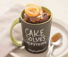 Chocolate PB & Banana Mug Cake Recipe seconds is all you need for this delicious chocolate fudge cake topped with peanut butter and bananas. Banana Mug Cake, Banana Slice, Chocolate Fudge Cake, Delicious Chocolate, Tastefully Simple Recipes, Cake Toppings, Bananas, Cake Recipes, Microwave