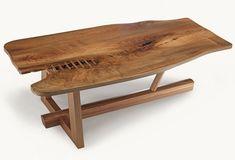 Arkaia - Nº 183. Mesa de nogal europeo con proceso erreka que cose en madera la abertura del tablón. 137x74x41,5 cm. Precio: 2.520 €
