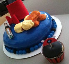 Dr. Who cake with links to free printables and other Who-realted whatnot.