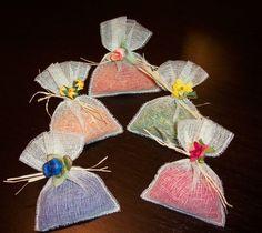 Arroz en las bodas de colores y otras tendencias - arroz teñido rafia