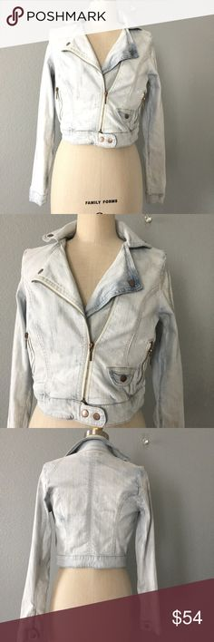 Moto jean jacket Let your cool 😎 out in this amazing, light denim moto 🏍 jacket. Zip- front, 2 side zip-pockets, 2 snap button at waist, soft and stretchy fabric 98% Cotton 2%Spandex. A must have chic classic, sorry brand is worn out, listed as vintage  ✅ will bundle 👌🏼✅🚭 ✅ all reasonable offers will be considered 👍🏼 🚫No Trading 🙅🏻 Poshmark rules only‼️ 📝Measurements taken laying flat Ⓜ️ Chest 18 Ⓜ️waist 16 Ⓜ️Length 18 Vintage Jackets & Coats Jean Jackets