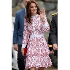 WEBSTA @ lucymeck1 - 😍😍😍 WOW!! Stunning!! @alexandermcqueen dress 🙌🏽#katemiddleton #duchessofcambridge #alexandermcqueen