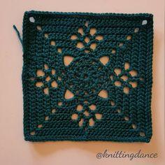 Colour no #3 #victorianlatticesquare #autumnjewels #thepatchworkheart #grannysquare #crochetaddict #crochet #crochetblanket #häkeln #häkeldecke #instacrochet #yarnaddict #deramoresstudiodk #craft #hobby by knittingdance