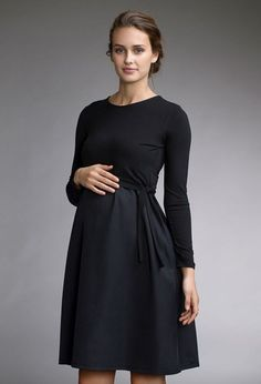 Buy nursing clothes in our official webshop. Smart, organic nursing clothes with nursing overlap. Maternity Dress Outfits, Stylish Maternity, Maternity Tops, Maternity Wear, Maternity Fashion, Maternity Style, Nursing Wear, Nursing Dress, Nursing Clothes