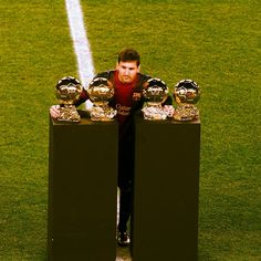 "@FC Barcelona's photo: ""#igersFCB Messi sharing his fourth Ballon d'Or with the FCB Fans / Messi compartint la quarta Pilota d'Or amb l'afició / Messi compartiendo su cuarto Balón de Oro con la afición"""