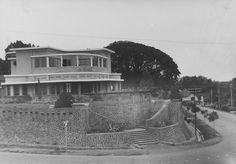 Bangunan di hook antara Jl. Riau dan Jl. Wastukencana. Bandung 1933-1937.