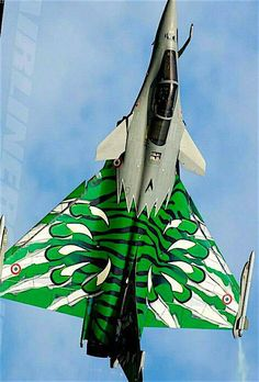 French Air Force Mirage 2000 in wild airplane paint scheme! Raiden Fighter, Air Fighter, Fighter Jets, Military Jets, Military Aircraft, Rafale Dassault, Photo Avion, Dassault Aviation, Aircraft Painting