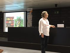 "Jordi Navarrete (@jordiinbound) en su ponencia ""Cómo explicarle el inbound marketing a cualquiera"". Nos comentó, entre otras muchas cosas, la importancia del ABH (Always Be Helping), en ESADE Creapolis Sant Cugat, Barcelona.  #IMDBCN2015 #inboundmarketing #marketing #marketingdigital #socialmedia #socialdigitalmarketing #communitymanager #redessociales #enredia"