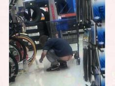 Check out version 8 of this hilarious slide show featuring the crazy and wacky people who are known as Walmartians aka People of Walmart aka Walcreatures. Walmart Funny, Only At Walmart, People Of Walmart, Walmart Pictures, Funny People Pictures, Silly Pictures, Funny Memes, Hilarious, Jokes