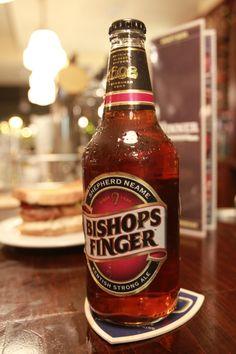 Shepherd Neame, la mas antigua de las cervecerías de Gran Bretaña nos muestra Bishops finger, una cerveza estilo ALE de 5º