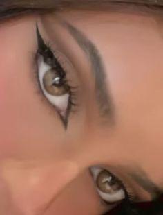 Instagram 🤎 @kekedorcely | commonxsense | VSCO Edgy Makeup, Makeup Eye Looks, Grunge Makeup, Eye Makeup Art, No Eyeliner Makeup, Cute Makeup, Pretty Makeup, Simple Makeup, Skin Makeup