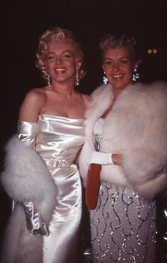 Here we see a rare pic of Marilyn with Ritas pinupgirl rival of the forties Betty Grable.