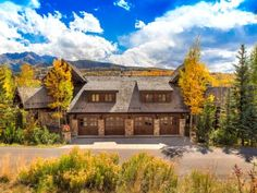 Five Woods Retreat Apartment Mountain Village (Colorado) Situated in Telluride, this apartment features free WiFi. Offering free private parking, the apartment is 800 metres from Telluride Ski Resort.  The unit is equipped with a kitchen. A flat-screen TV and DVD player are available.