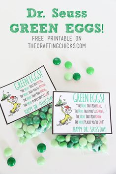 Seuss Green Eggs Tag *Free Printable Sharing a free printable treat tag to go along with Dr. Seuss's book Green Eggs & Ham. Grab some green Mint M&Ms and add this cute tag. Dr. Seuss, Dr Seuss Week, Dr Seuss Snacks, Dr Seuss Activities, Sequencing Activities, Book Activities, Pillow Treats, Dr Seuss Crafts, Dr Seuss Birthday