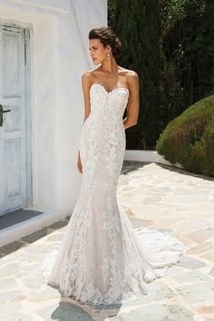 wedding dress fit and flare Justin Alexander 8920 wedding dress currently for sale at off retail. Strapless Lace Wedding Dress, Fit And Flare Wedding Dress, Sweetheart Wedding Dress, Lace Dress, Backless Wedding, Gown Dress, Western Wedding Dresses, Dream Wedding Dresses, Bridal Dresses