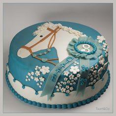 Vorig jaar had Gitte ook een paardentaart voor haar verjaardag gekozen. Toen een roze, maar nu een blauwe.
