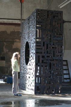 Le Cercle Carré, metal sculpture, 280 x 280 x 100 cm, 2010 by david vanorbeek www.vanorbeek.com