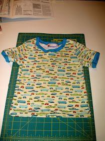 Zo maakte ik het T-shirtje. Deze manier van werken met boordstof vind ik wel prettig - biaisgewijs... Al is het deze keer minder goed gel...