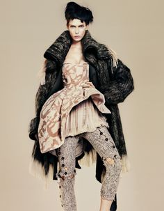 Love this, don't really know where to put it...art, fashion, texture, textile?