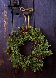 Le Petit Poulailler. Beautiful simple wreath!