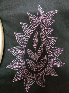 Hand Embroidery Projects, Hand Embroidery Flowers, Hand Embroidery Stitches, Hand Embroidery Designs, Creative Embroidery, Embroidery Ideas, Kasuti Embroidery, Indian Embroidery, Shirt Embroidery