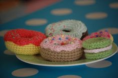 Oh my giddy aunt, I have just found the best free pattern for donuts ever ! I couldn't get my head round the way they were made ('scuse th...