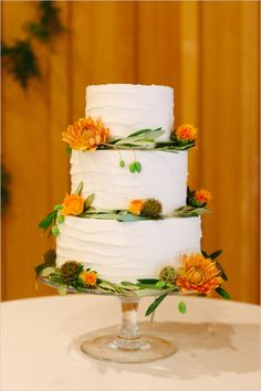 simple white wedding layers cake #simpleweddingcake #whiteweddingcake #weddingchicks http://www.weddingchicks.com/2014/01/08/natural-and-simple-wedding/