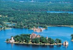 Boldt Castle is located on Heart Island in the 1000 Islands, Alexandria Bay, New York. Boat tours from both the U. and Canada stop at Heart Island. Saint Lawrence River, St Lawrence, Castles In America, Places To Travel, Places To See, Alexandria Bay, Road Trip Across America, Grands Lacs, Thousand Islands