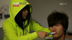 This big tough guy just lets her brush his teeth, no questions asked Kim Jong Kook, Tough Guy, Running Man, Windbreaker, Tv Shows, Korea, Romance, Songs, This Or That Questions