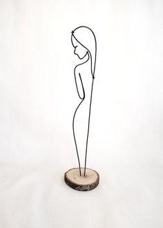 Wire sculpture of standing woman elegant woman personalize office decor home decor desk decor wire art womans figure womans body Wire Crafts, Diy And Crafts, Wire Art Sculpture, Wire Sculptures, Abstract Sculpture, Bronze Sculpture, Sculptures Sur Fil, Scrap Metal Art, Welding Art