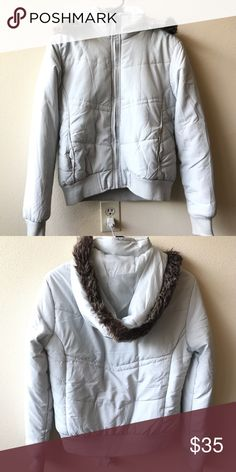White puffer jacket White puffer jacket Excellent condition, only wore 1/2 times It suitable for any style! I also have brown color, come to my closet and see more! Size M but fit S better Jackets & Coats Puffers
