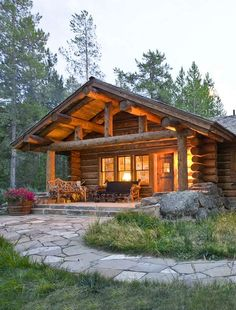 Cute and Cozy Log Home | 12 Real Log Cabin Homes - Take A Virtual Tour on Pioneer Settler!