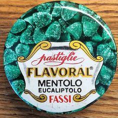 Le vecchie scatole di caramelle Flavoral