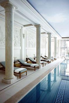Swimming pool - Shangri-La Hôtel, 10 Avenue D Iena, Paris France XVI, 5-Star Hotel.